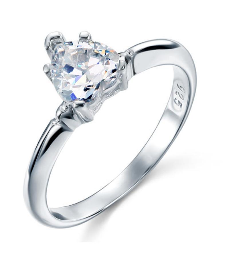 Ezüst gyűrű szív alakú kővel