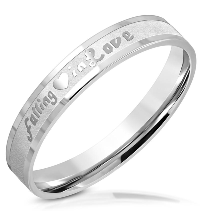 Ezüst színű nemesacél gyűrű falling in love felirattal
