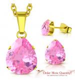 Arany színű nemesacél szett, nyaklánc, medál és fülbevaló, rózsaszín cirkónia kristállyal