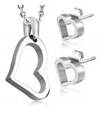 Ezüst színű nemesacél szett, szív alakú medállal és fülbevalóval