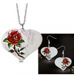 Fehér színű nemesacél szett, szív alakú, rózsa mintás medállal és fülbevalóval